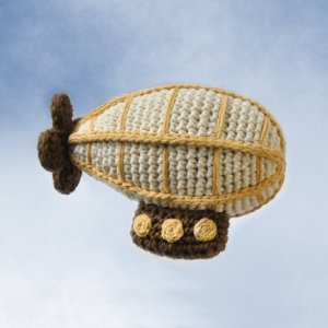 crocheted-airship-by-needlenoodles