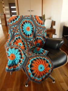 Crocheted-daisy-afghan