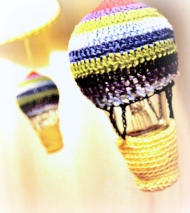 crocheted-hot-air-balloon-by-iida1